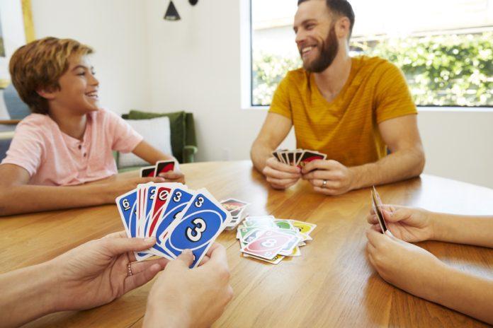 UNO®, tüm zamanımızı evde geçirdiğimiz bu günlerde ailenizle ve arkadaşlarınızla keyifli vakit geçirmeniz için yepyeni yaratıcı oyun fikirleriyle yanınızda olmaya devam ediyor